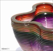 В лаборатории стекла Массачусетского технологического института (MIT Glass Lab) впервые в мире разработали машину, которая печатает объекты произвольной формы из оптически прозрачного стекла.